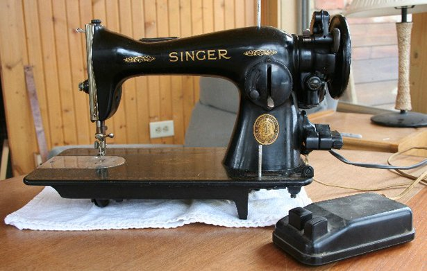The Joys Of Vintage Sewing Machines Sewing Blog BurdaStyle Simple Old Singer Sewing Machine Values