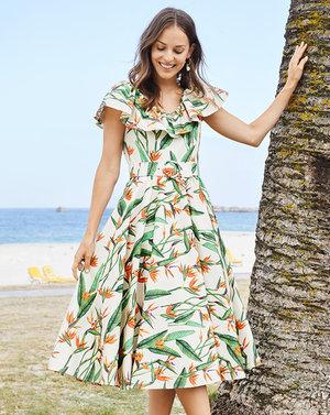 Retro_burda_dress_pattern_main_medium