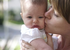 Mommy_kissing_amelia_show