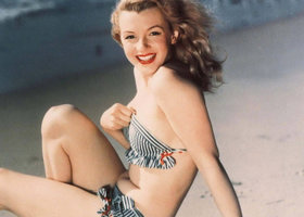 0804301_marilyn_monroe_maillot_plage_show
