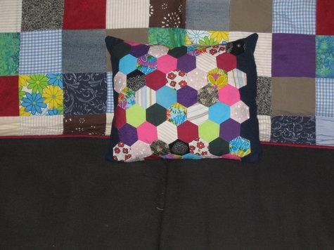 Hex_cushion_002_large