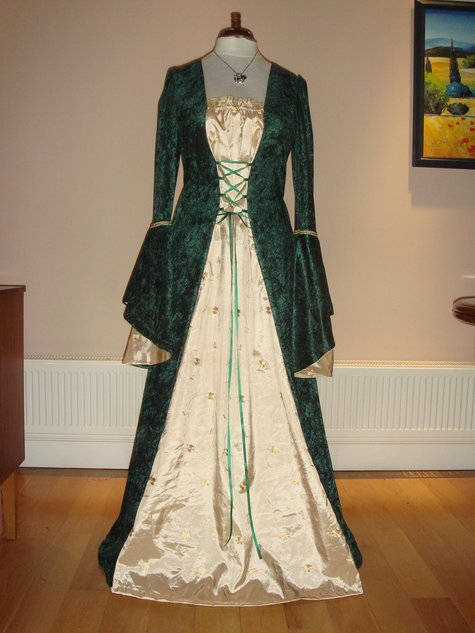 MEDIEVAL RENAISSANCE TUDOR DRESS/GOWN – Sewing Projects | BurdaStyle.com