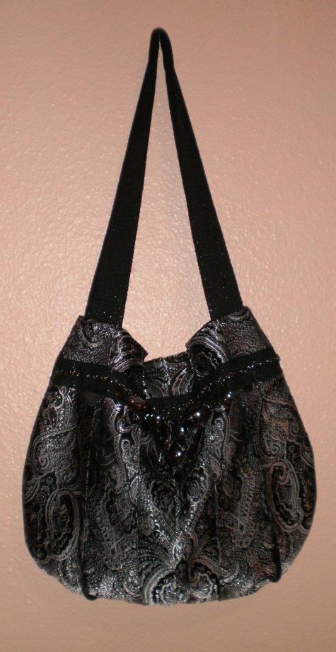 Black_and_silver_pleated_handbag_large