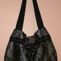 Black_and_silver_pleated_handbag_listing