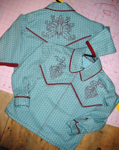 Christmas_outfits_and_onesie_006_large
