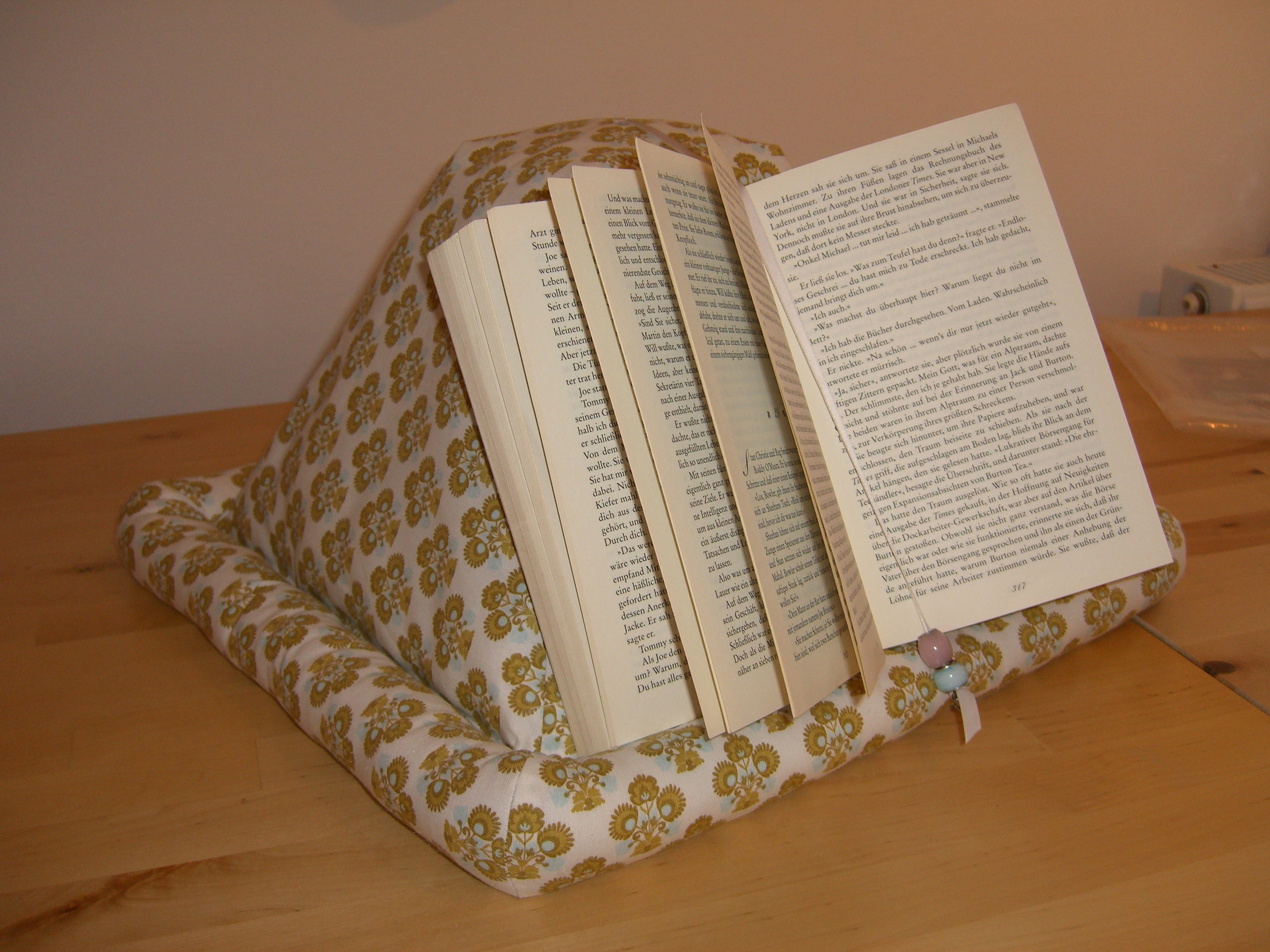 Pyramid Book Holder – Sewing Projects