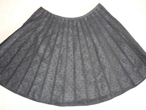 Black_pleated_skirt_large