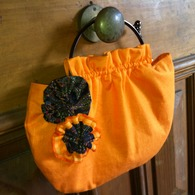 Orange_purse_with_yo_yo_2_listing
