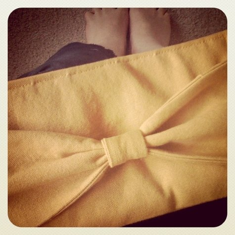 Bow_clutch_mustard_1_large