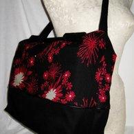 Blackredfloral_largetote_side_listing