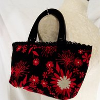 Blackredfloral_smalltote_side_listing