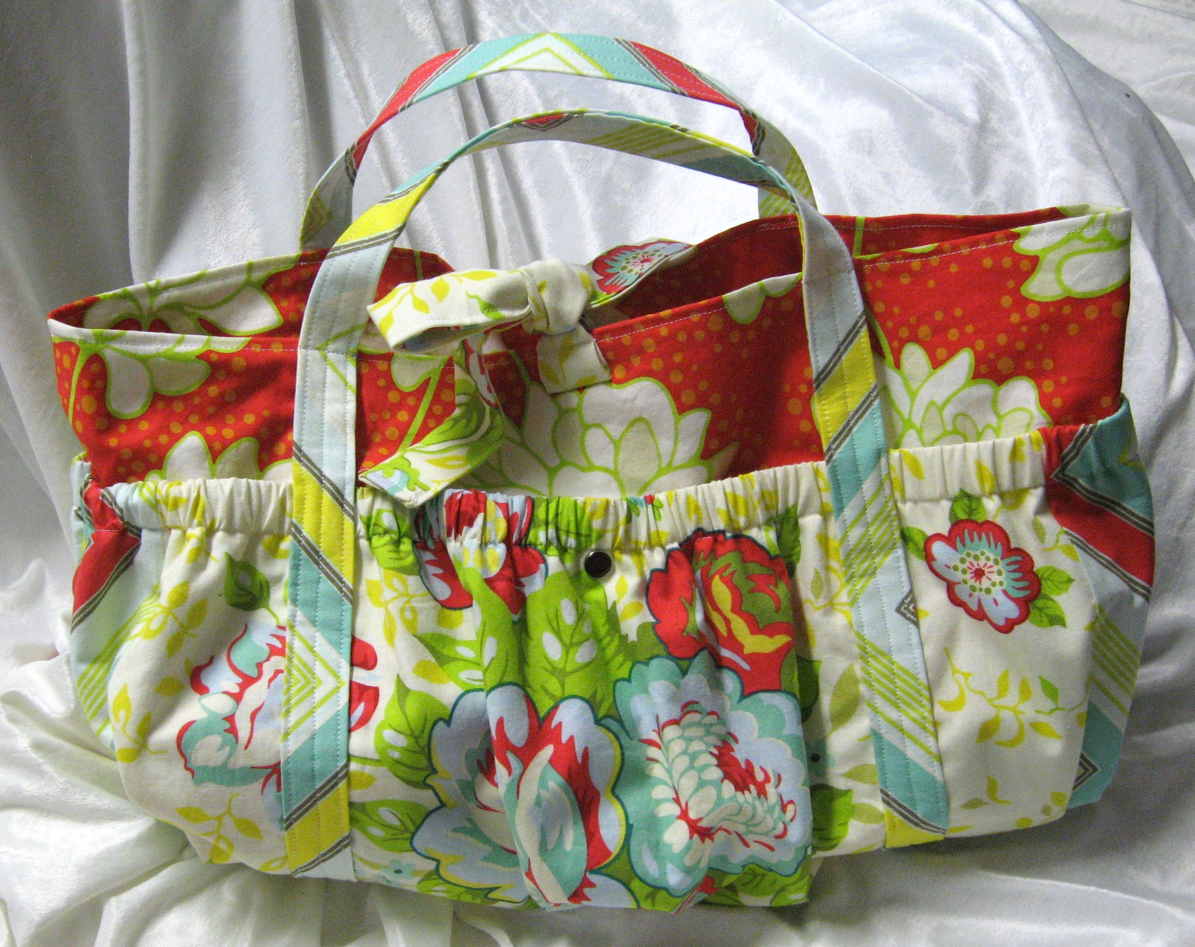 Puffy Pockets Tote Diaper Bag Pattern – Sewing Projects   BurdaStyle.com