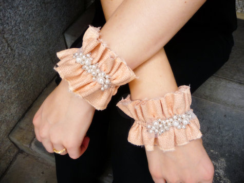 Ruffle_cuffs_alone_large