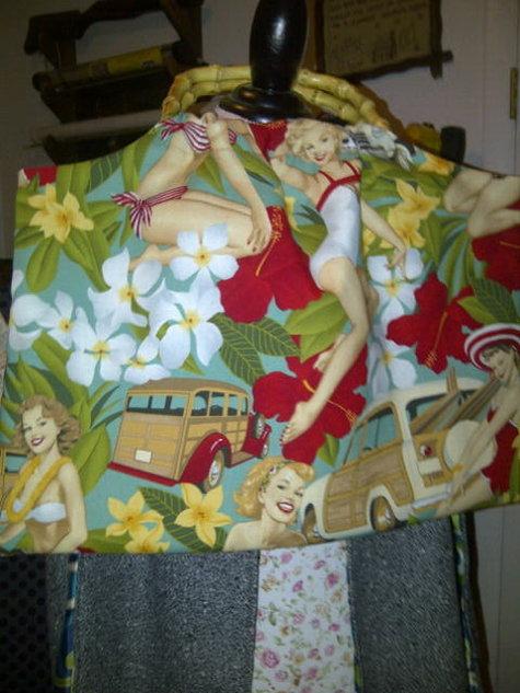 Pin_up_girl_beach_bag_large