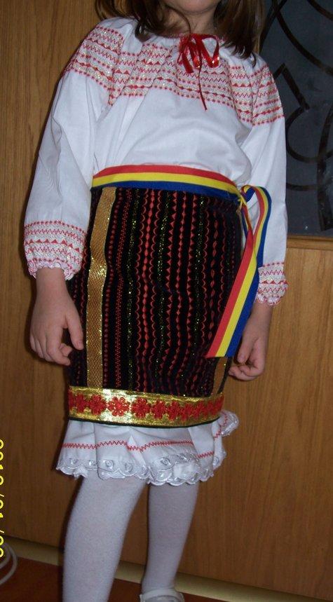Costum_din_zona_moldovei_1_large