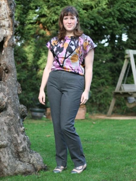 Grey_flannel_trousers_-_knee_in_large