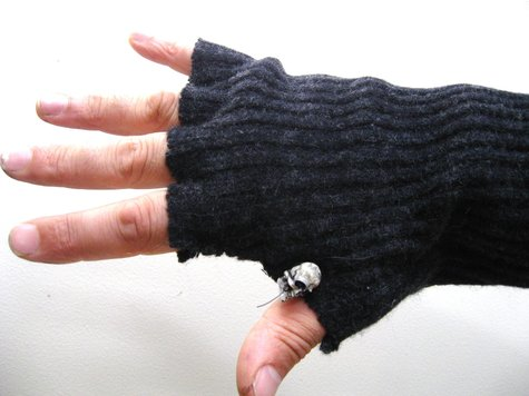 Gloves_from_jumper_sleeves_urbandon4_large
