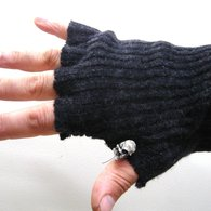 Gloves_from_jumper_sleeves_urbandon4_listing