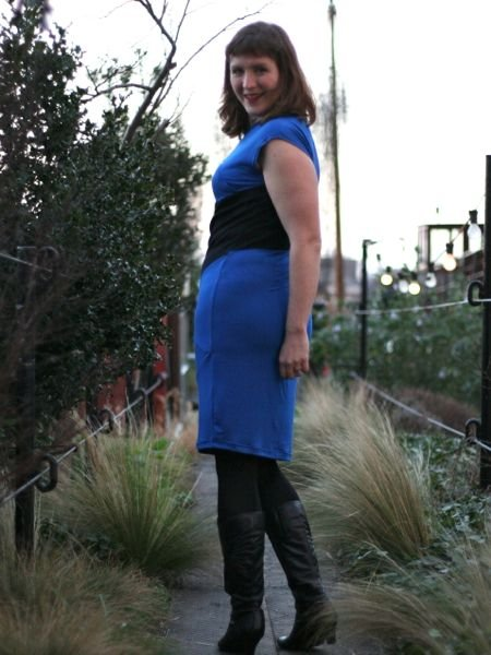 Blue_and_black_sheath_-_looking_back_large