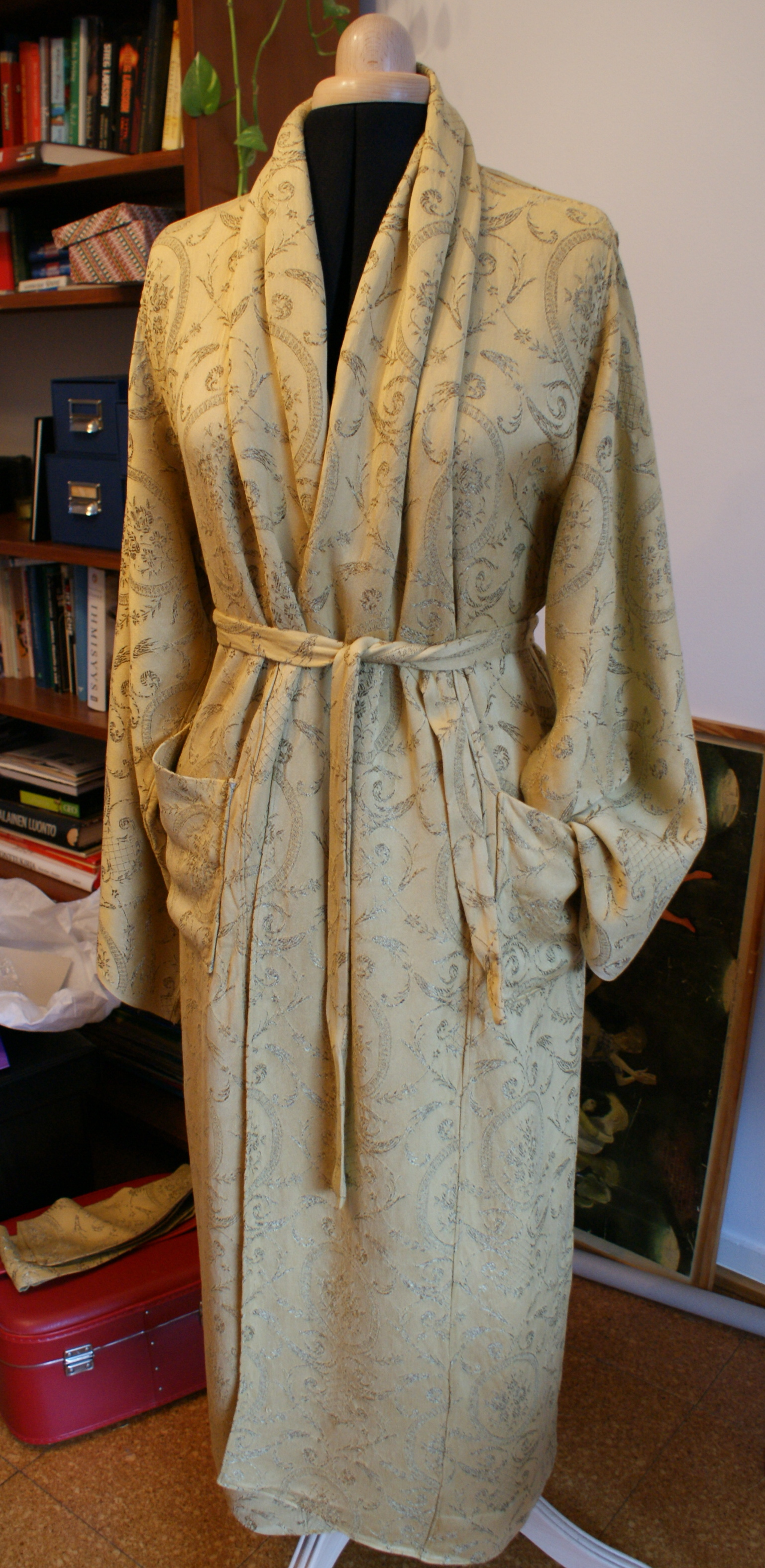 Funky Daniel Hanson Dressing Gown Component - Wedding and flowers ...