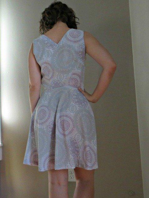 100812_11_dress_back_burda_large