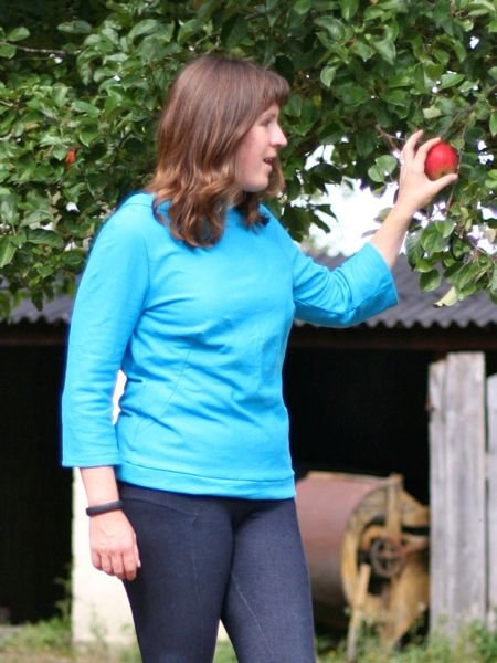 Turquoise_sweatshirt_-_apple_picking_large