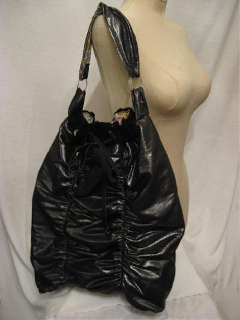 Drawstringtote_blacksilverglitter_fronta_large