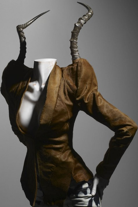 Alexander_mcqueen_horns_savagebeauty_large