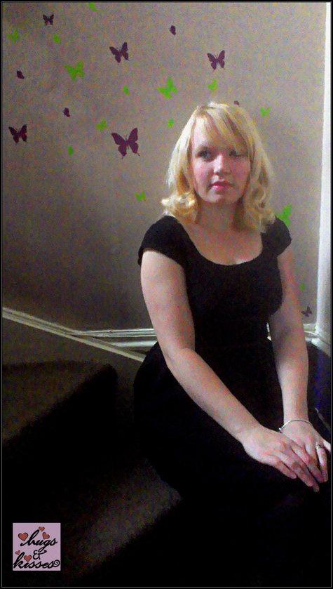Lace_dress_sitting_large