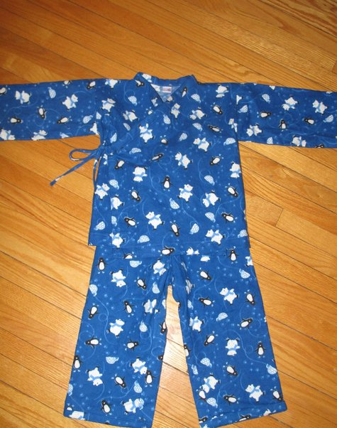 Polar-bear-bedtime-story-pyjamas-b_large