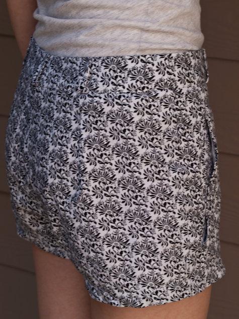 Shorts-5117136_large