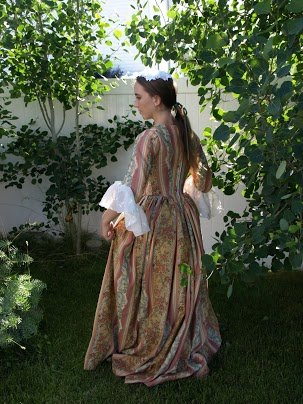 Colonial_ball_gown_2_large