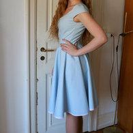 3__henriette_elsine_i_lysebl_kjole2_listing