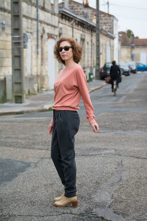 Slouchy_pants_sweater_side_large