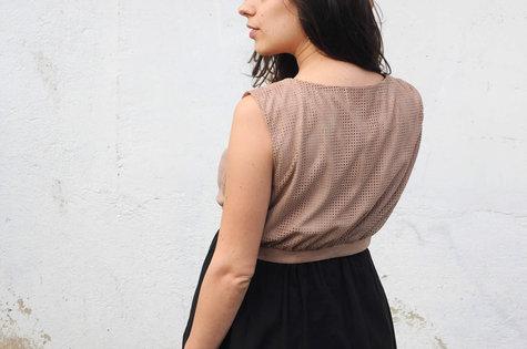 Ladulsatina_sewing-blog-cucito_aestiva-sleeveless-short-vest-wearologie-laser-cut-alcantara-and-silk_07_large