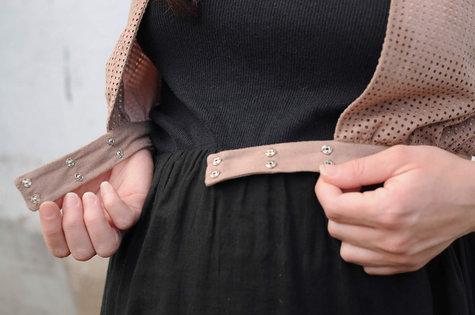 Ladulsatina_sewing-blog-cucito_aestiva-sleeveless-short-vest-wearologie-laser-cut-alcantara-and-silk_09_large